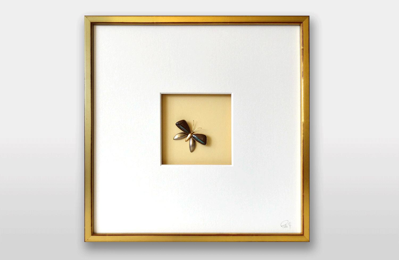 Bild «Schmetterling» in Gold mit australischen Opalen, 30x30cm