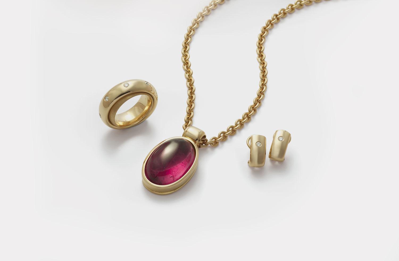 Stücke in Gold mit Turmalin und Diamanten