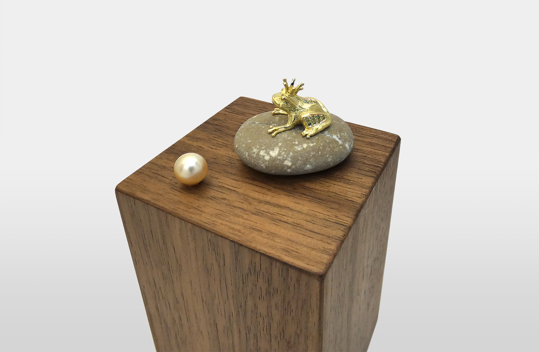 «Vielleicht» in Gold mit Diamanten und einer Südsee-Perle