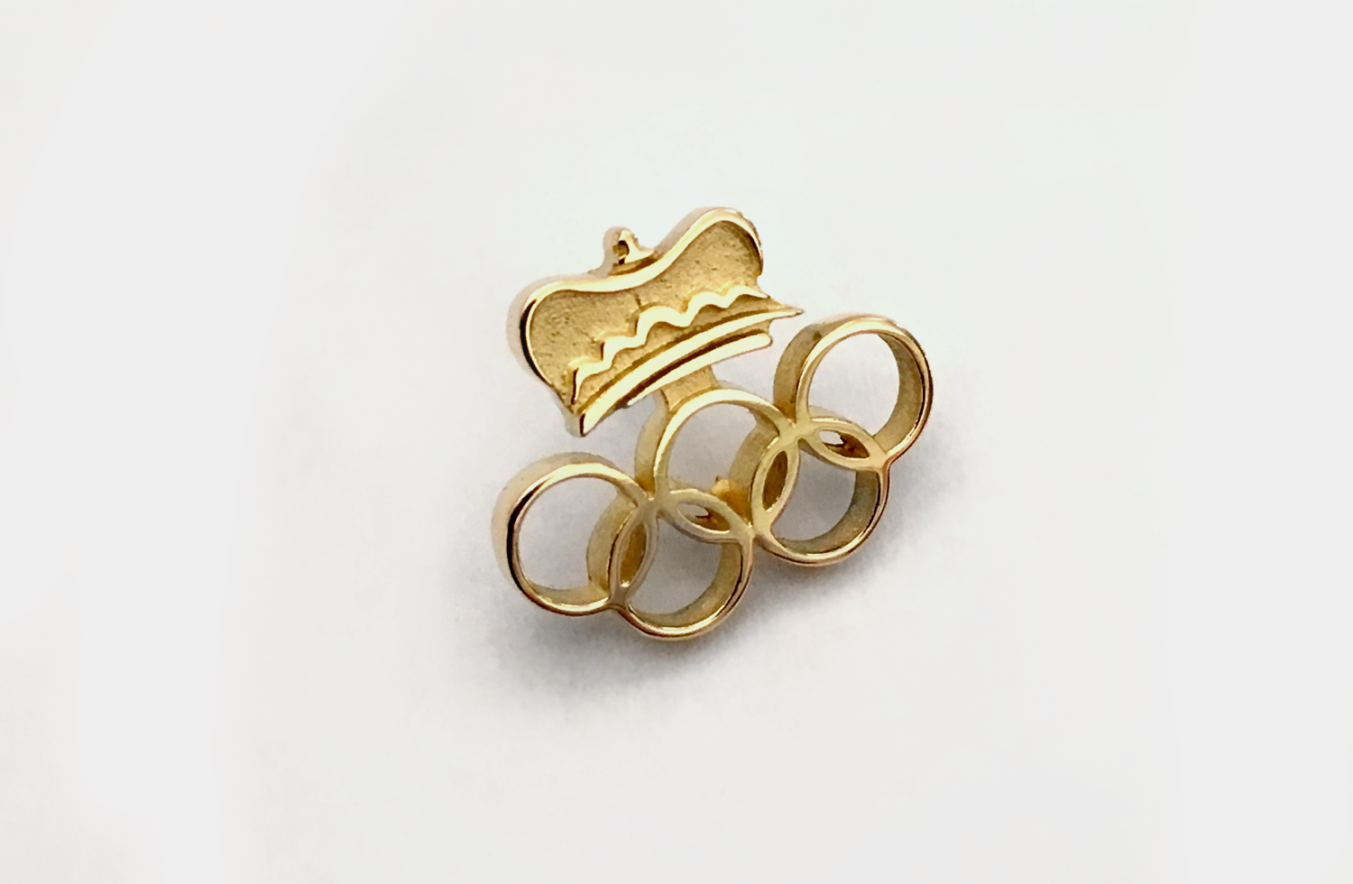 Pin in Gold