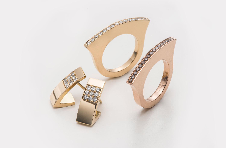 Ringe und Ohrschmuck in Gold mit Diamanten