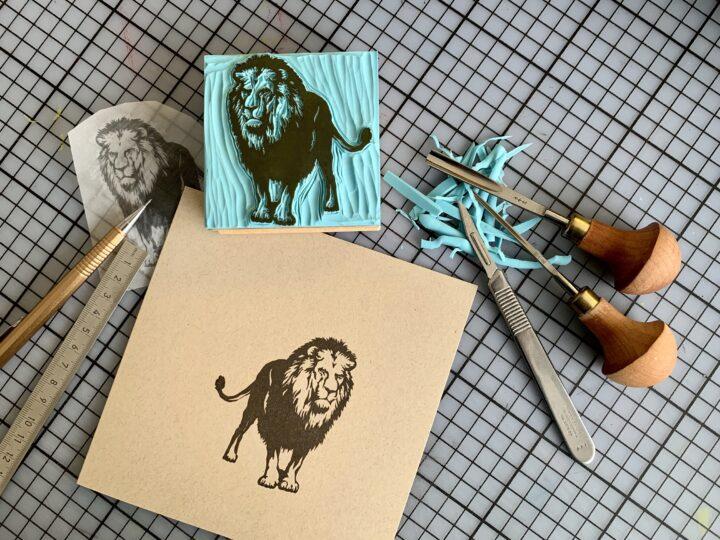 Wir fertigen unsere Stempel von Hand. Sujet Löwe.